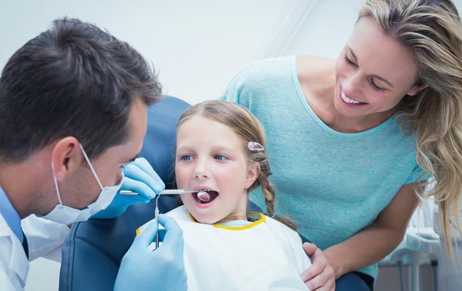 Children's dental check-up with 5-year-old children