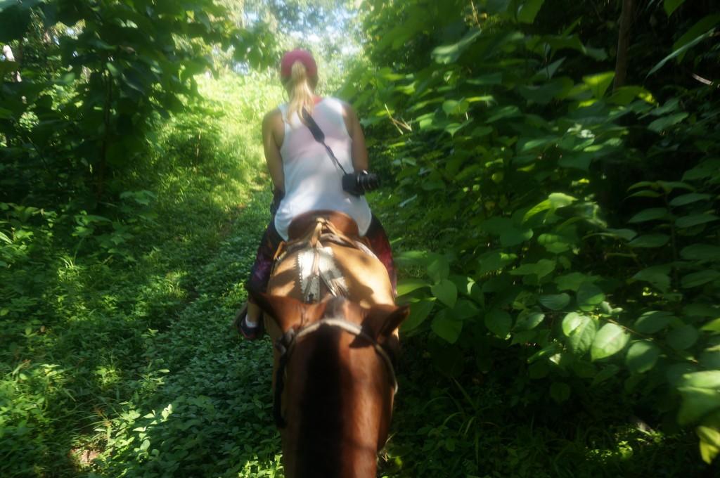 ladyhattan travel blog costa rica horse riding