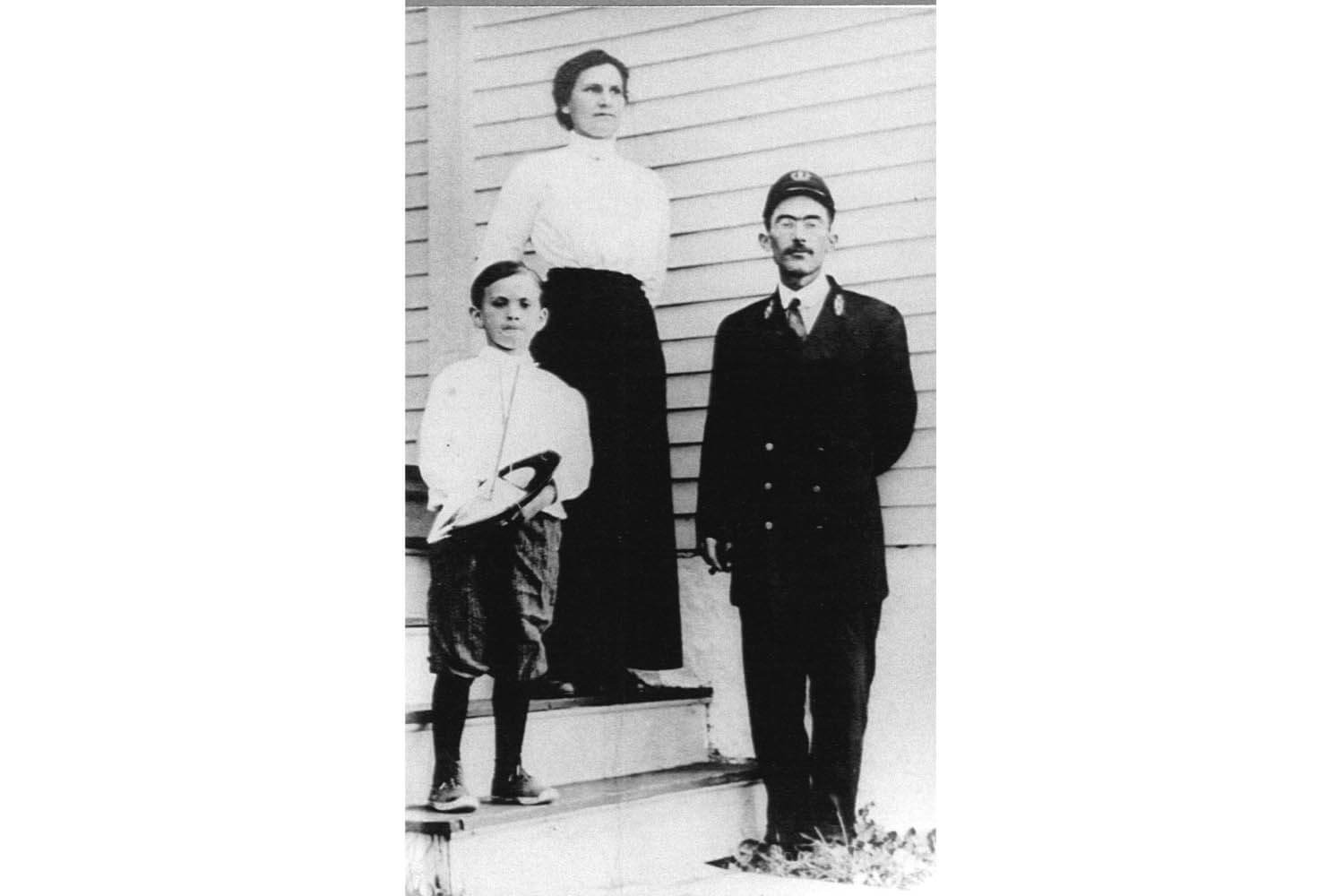 Assistant keeper John E.H. Cook with his wife Emma and son Donald in 1911.