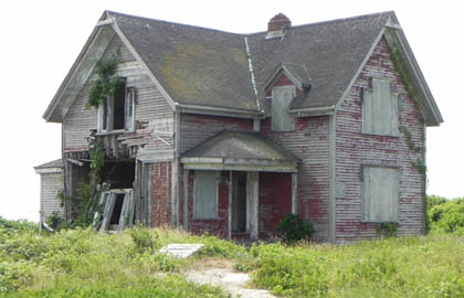 The keeper house before restoration began in 2011.