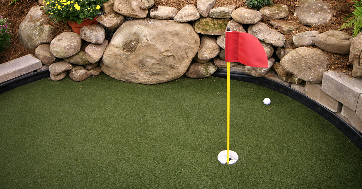 Building A Home Putting Green Real Gr Vs Synthetic Backyard