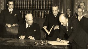 Firma della Costituzione Italiana. Foto presa da fabioduranti.it