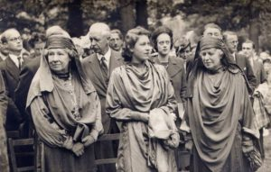 [SCM]actwin,233,28,1117,800;Glamorgan, Mountain Ash, The Queen being made a member of the Gorsedd of Bards in 1946 II OLD UK - Windows-Fotogalerie Explorer.EXE 01.07.2011 , 13:53:53