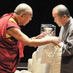 His Holiness the Dalai Lama presents ICT's Light of Truth to Wang Lixiong [Washington, DC, October 7, 2009]