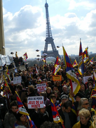 Demonstrators protest in front of the Eiffel Tower