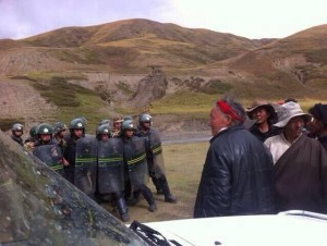 People's Armed Police and unarmed local Tibetans in Garchung Village in Dathang Township, Driru county, Nagchu.