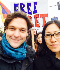 Matteo Mecacci and Tencho Gyatso participate in a rally in Washington, DC.