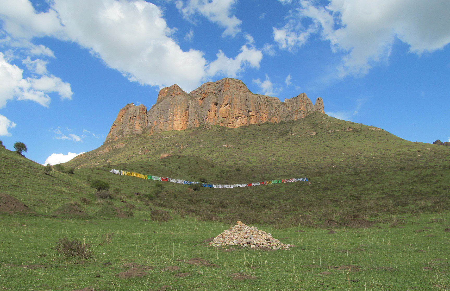High peaks and pure earth in northern Tibet