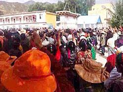 Tibetans gather