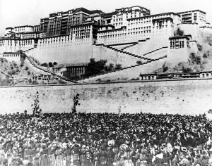 Tibetan women demonstrate outside the Potala Palace, 1959 (AP image)
