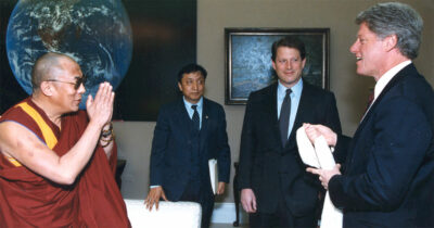 Dalai Lama meets with President Clinton