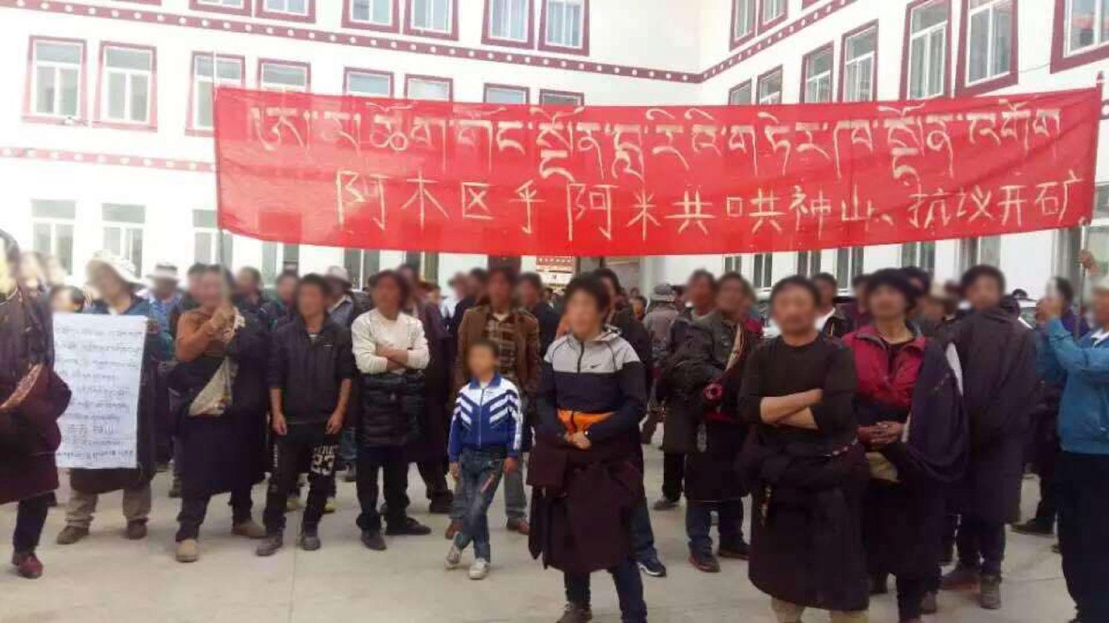 Tibetan demonstrators
