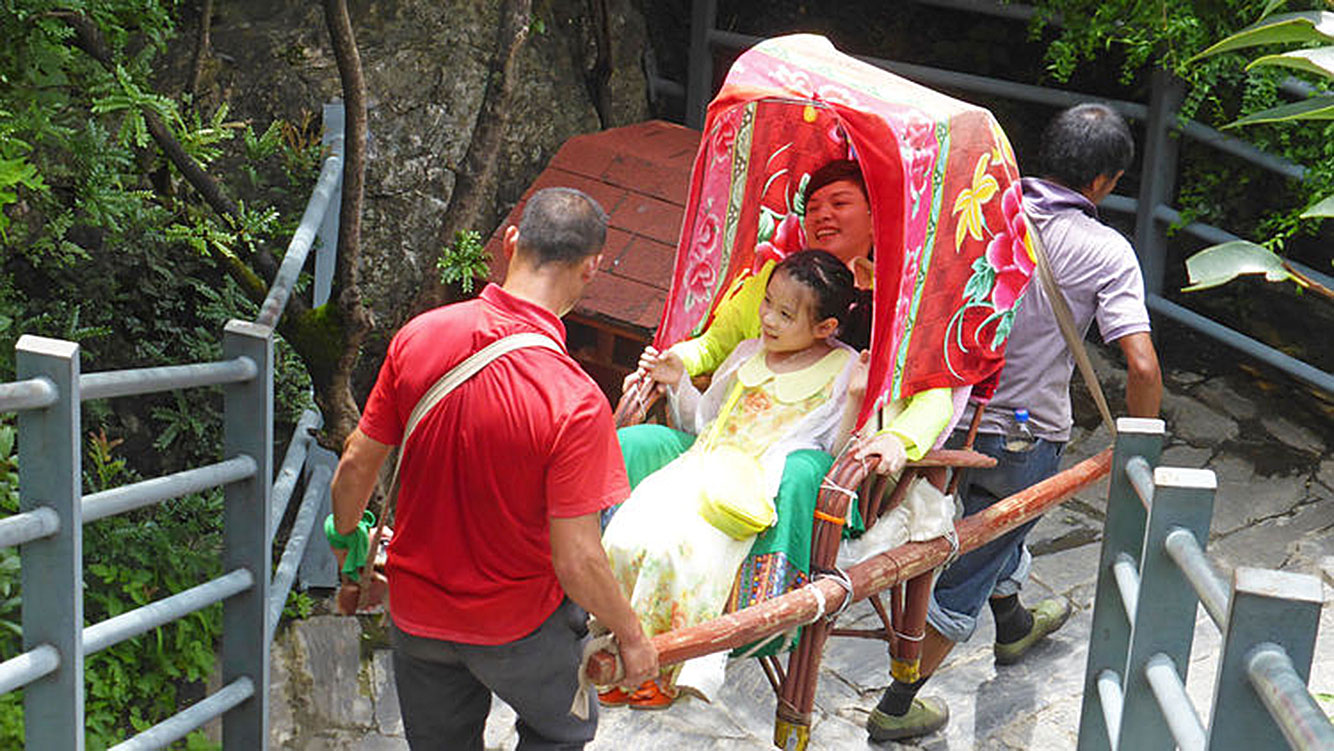 Tourists visiting Tiger Leaping Gorge