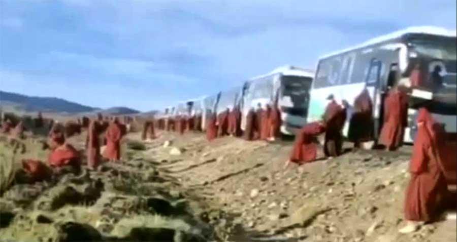 nuns at Yachen Gar