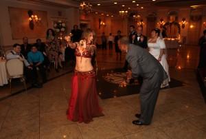 Bellydancer New York Mariyah dancing at a wedding