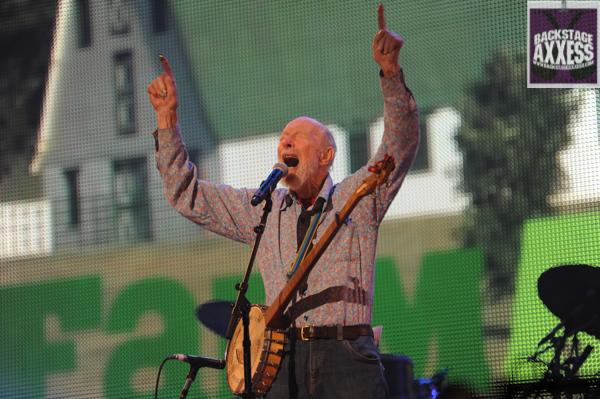 Folk legend Pete Seeger passes