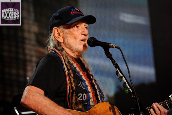 Willie Nelson and Bob Dylan To Headline Outlaw Music Festival Tour