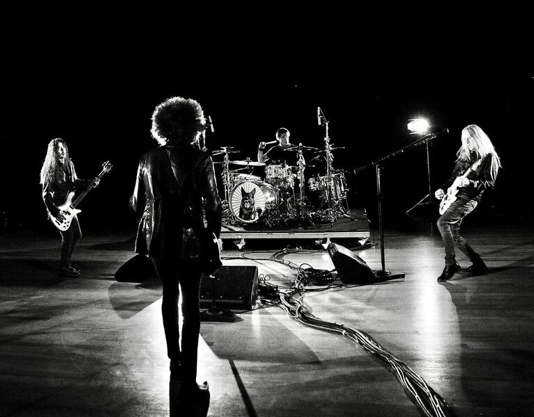 "ALICE IN CHAINS Release ""Never Fade"" Video"