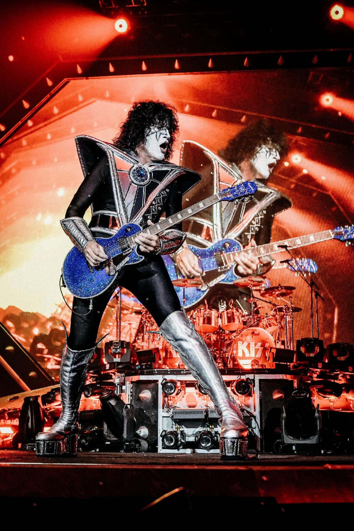KISS Legend Tommy Thayer Limited-Edition 'Epiphone Electric Blue Les Paul Outfit' Available Worldwide Now