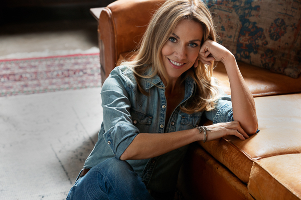 SHERYL CROW RELEASES WOMAN IN THE WHITE HOUSE