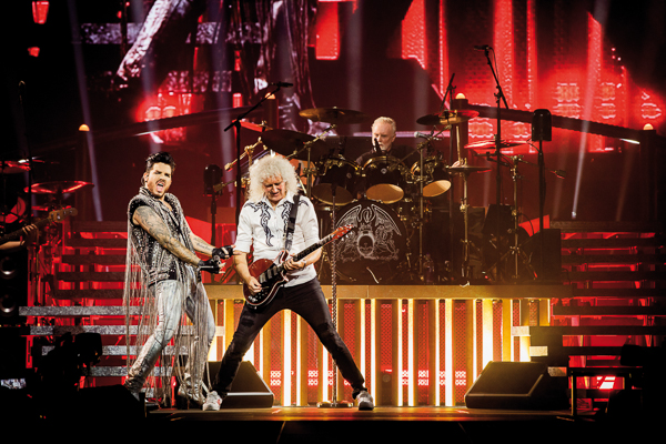 """Queen + Adam Lambert Share The Live Performance of """"The Show Must Go On"""""""