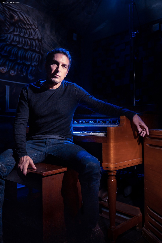 DEREK SHERINIAN – launches video for cover of Buddy Miles classic 'Them Changes', featuring Joe Bonamassa
