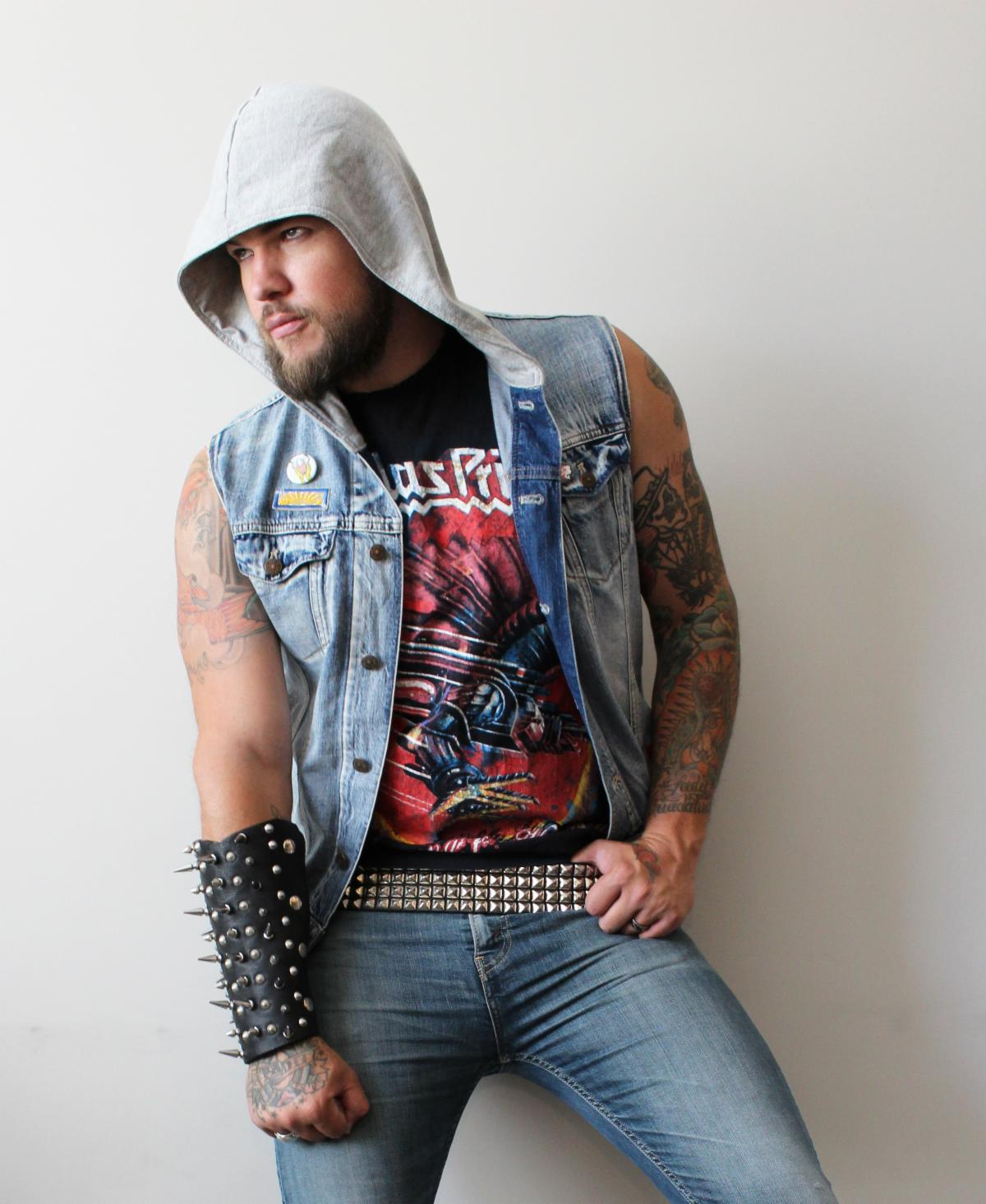 "VOCALIST JAMES DURBIN ANNOUNCES DEBUT DURBIN ALBUM ""THE BEAST AWAKENS"""