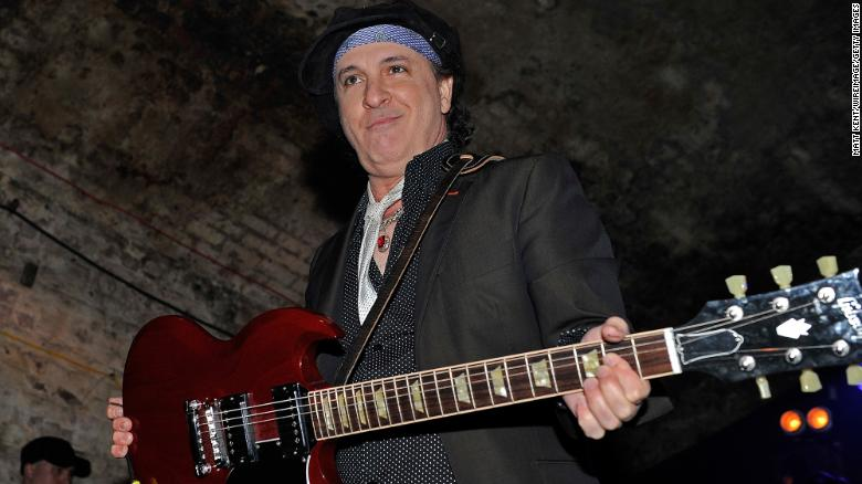 Sylvain Sylvain, guitarist of the New York Dolls, has died of cancer at the age of 69