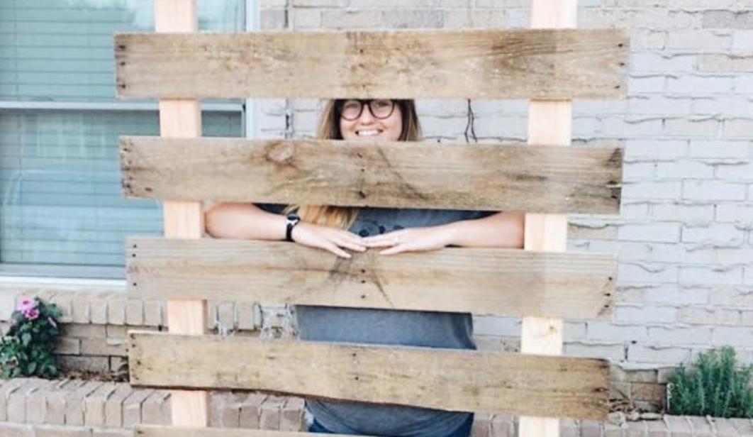 Building Pallet Wood Shirt Stands