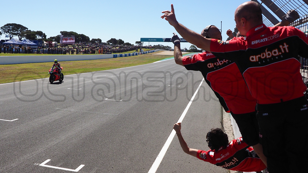 Alvaro Bautista takes the Race 1 win, Phillip Island 2019