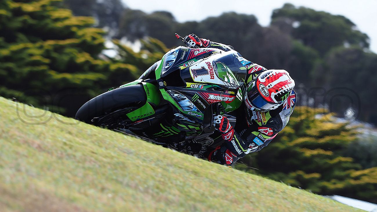 Jonathon Rea through Lukey Heights during the WSBK Test, Phillip Island 2019