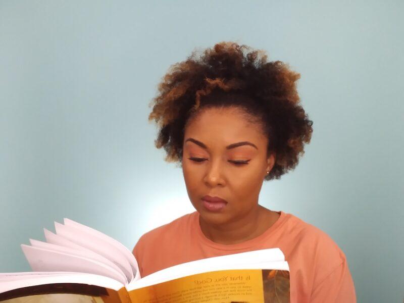 This Bahamian Gyal blogger, Rogan Smith flips through Priscila Shirer's spiritual book, Discerning The Voice of God.