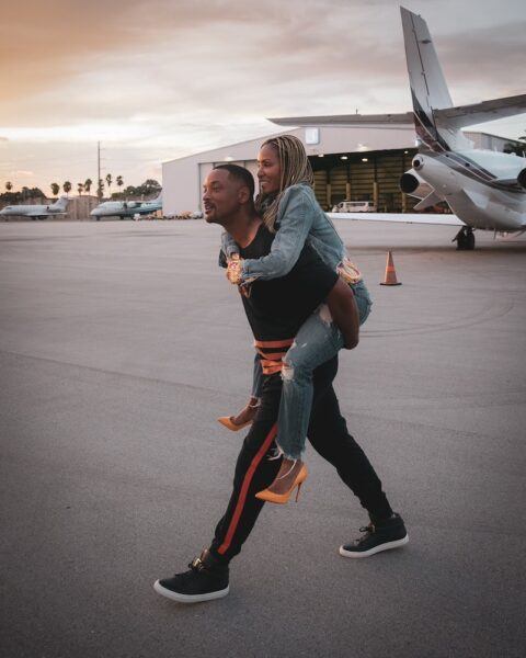 Will Smith gives his wife, Jada Pinkett Smith a piggyback ride because her feet hurt. (Photo/Jada Pinkett Smith- Facebook)