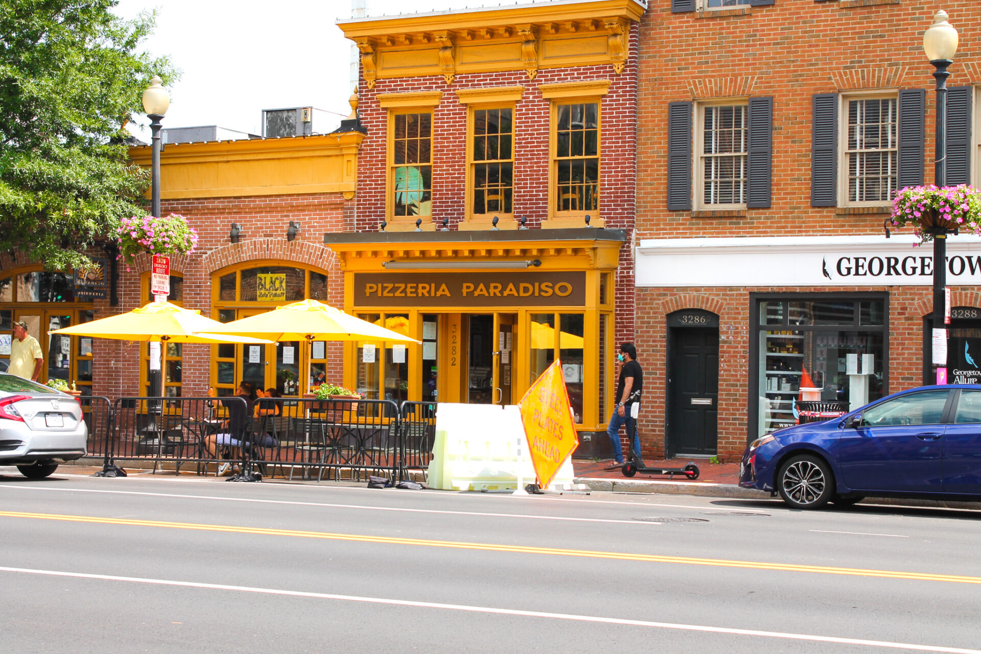 The exterior shot of Pizzeria Paradiso, located in Georgetown, DC. This Bahamian Gyal blogger, Rogan Smith bought a pizza from the pizza shop during her trip to Georgetown.