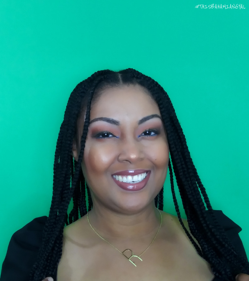 black woman with long knotless box braids