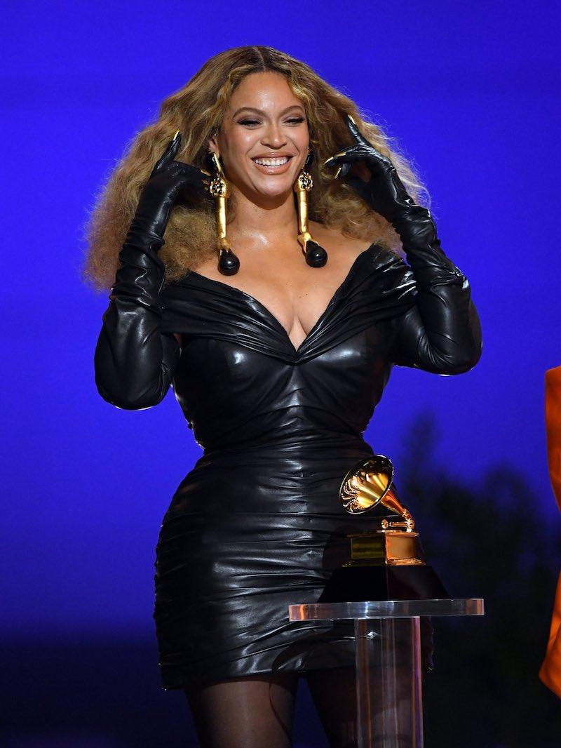 Beyonce black dress Grammys