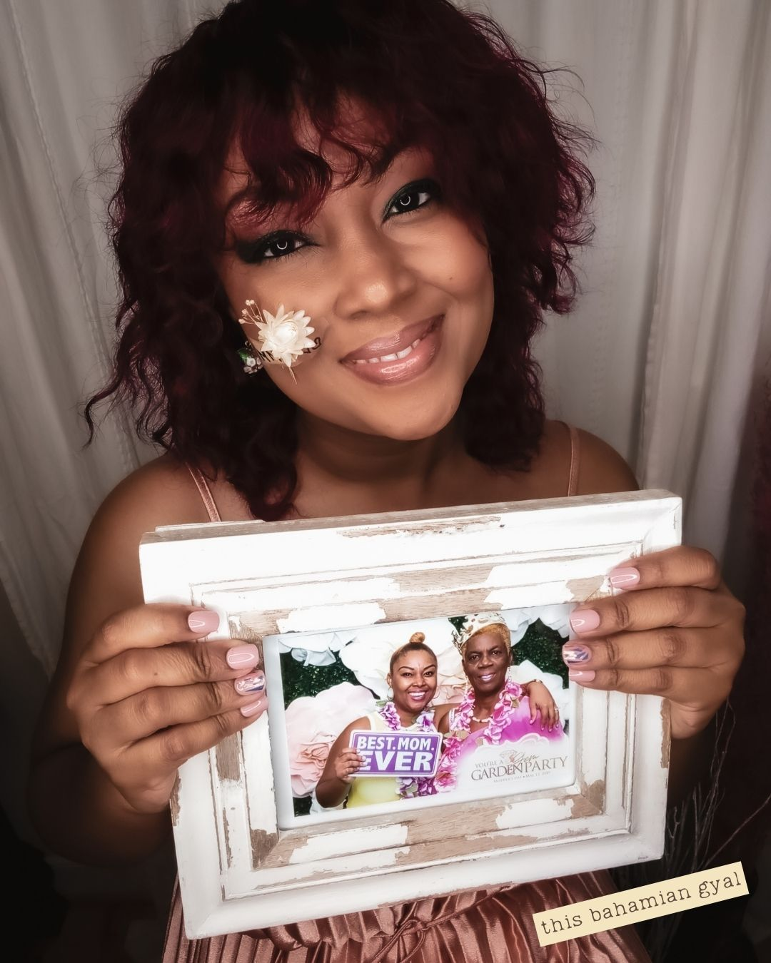 Washington DC blogger, Rogan Smith smiles as she holds up a picture of her and her mum in a whitewashed picture frame
