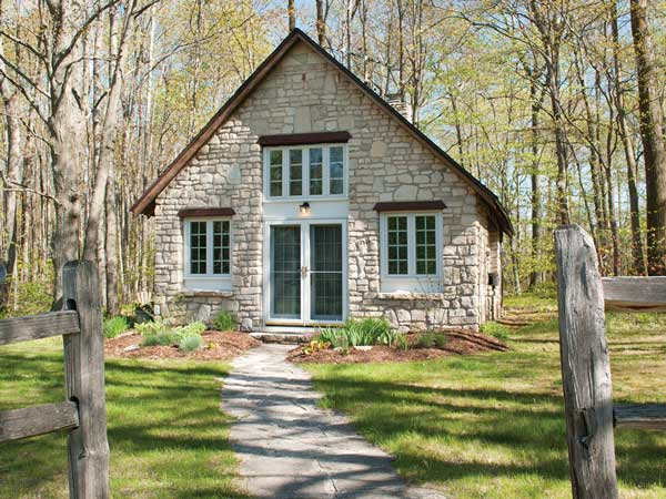The Studio a charming, private studio cottage located on 17 acres of forest