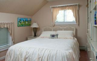 Cozy Hermitage bedroom