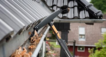 Expert Handyman Denver Colorado Cleaning Gutters