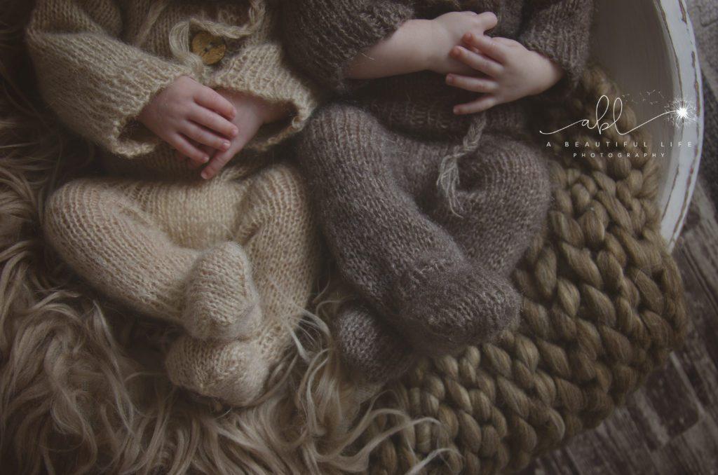 Little Rock, AR Newborn Photographer A Beautiful Life Photography newborn twin babies in bear suits feet detail