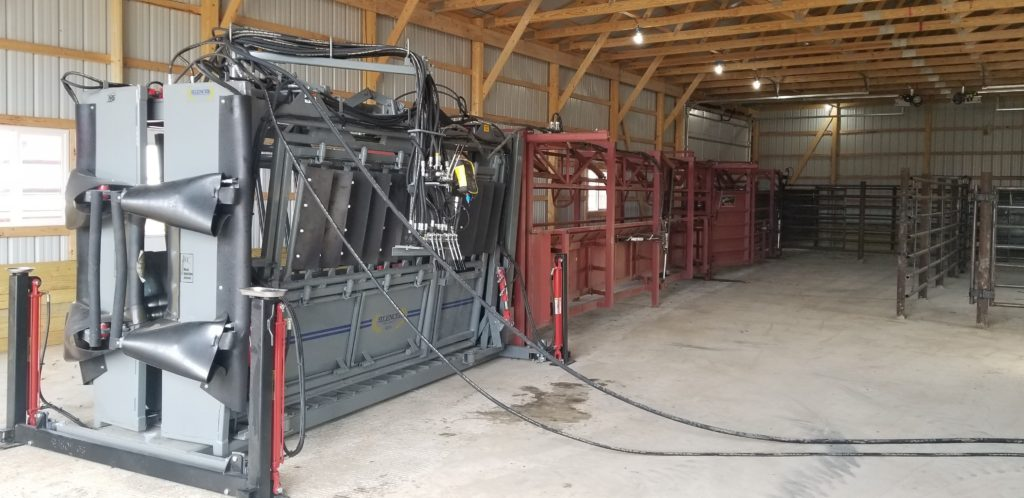 Hydraulic lift for Silencer chute with pivot controls and stationary Daniels alleywayHydraulic lift for Silencer chute with pivot controls and stationary Daniels alleyway