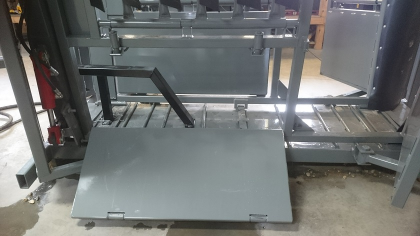 SILENCER Chute with open bottom drop pan and chest bar