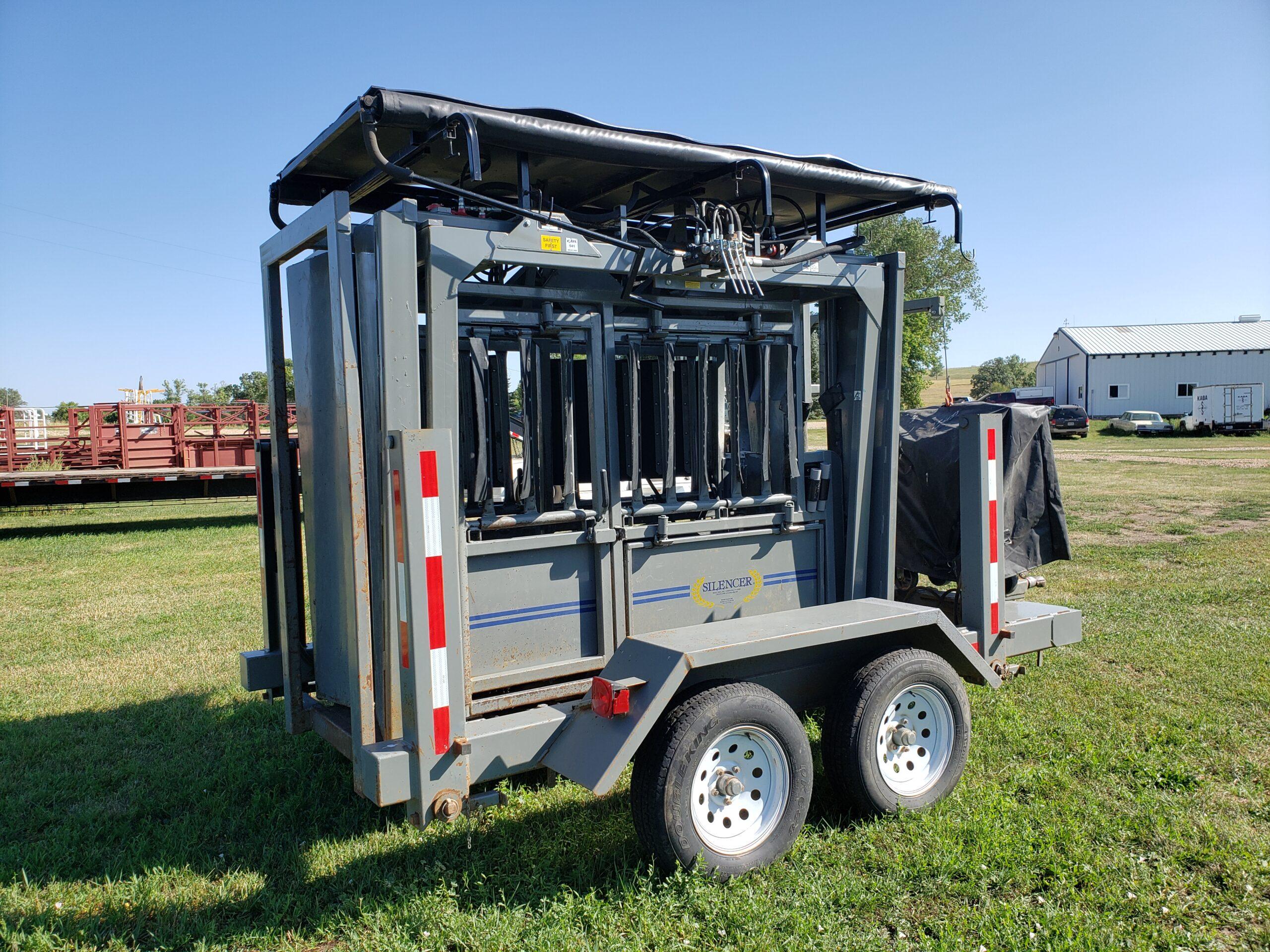hydraulic lift with tarp rack