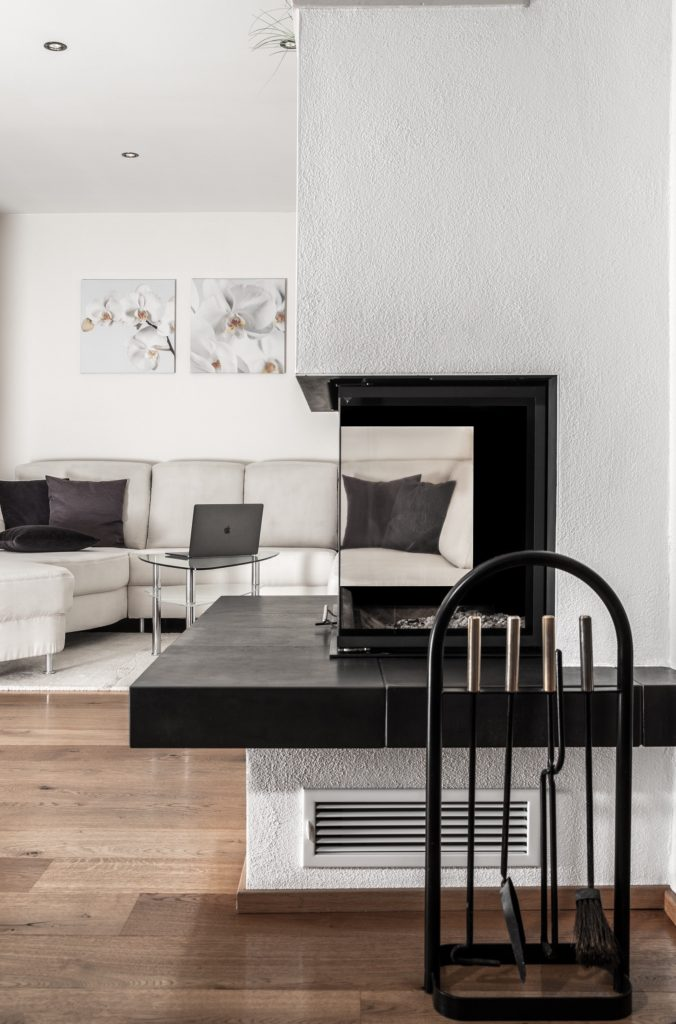 Using moderate tone differences in accent walls