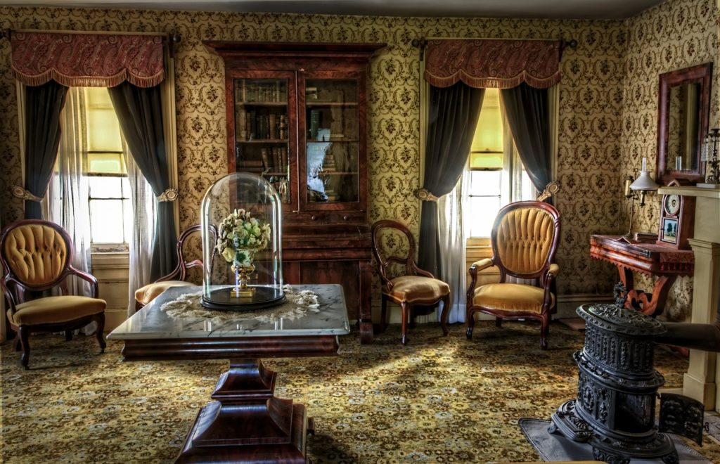 Remodeling Tips: Ornate Victorian Wallpaper