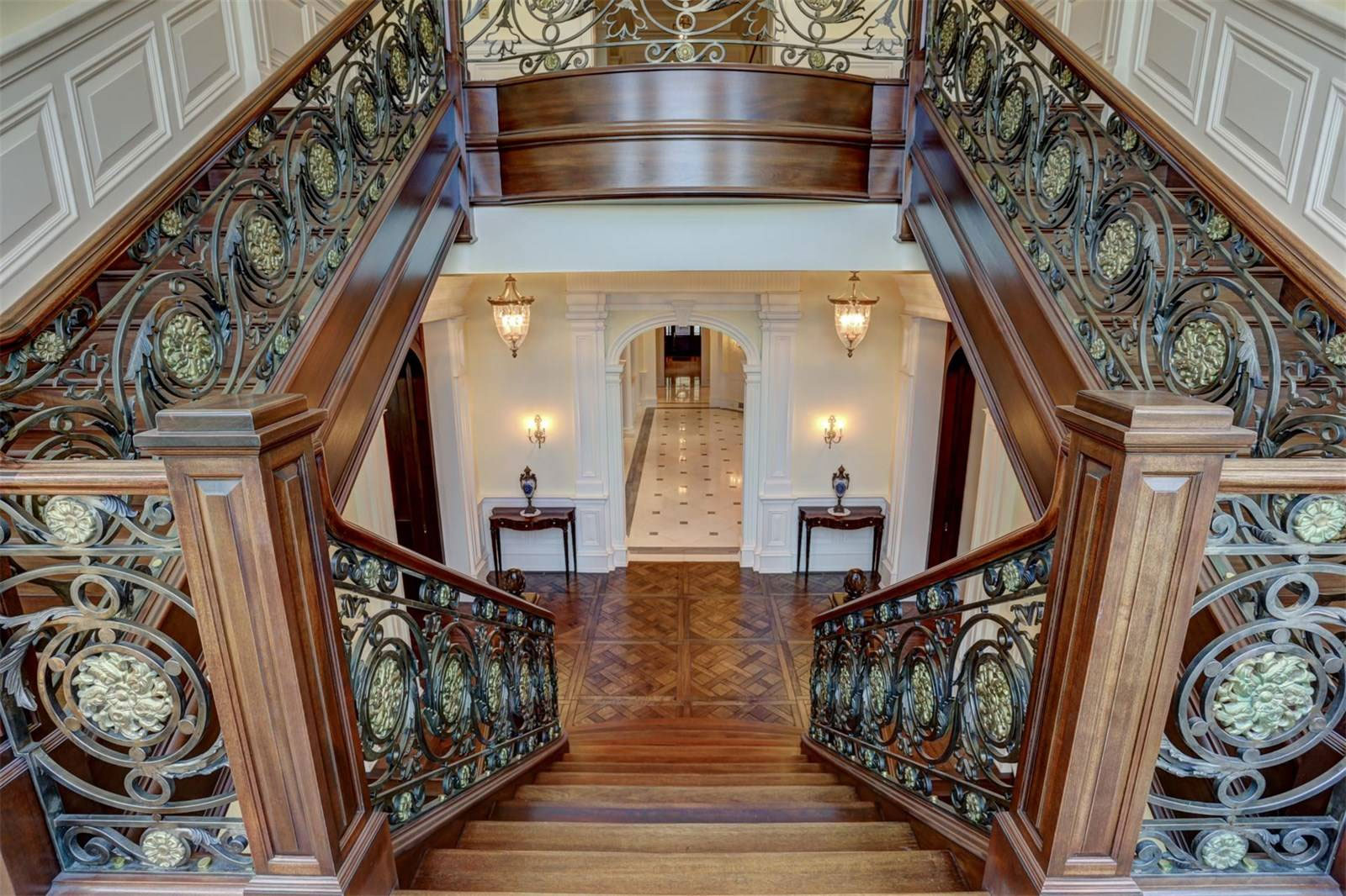 Discovery Manor Staircase | Grand Staircases That Inspire