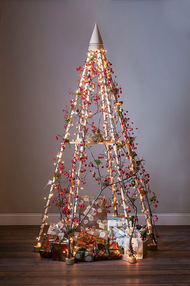 Wood & Berries Christmas Tree
