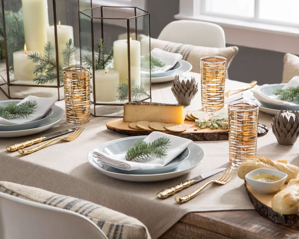 Simply Sophisticated Christmas Table Setting
