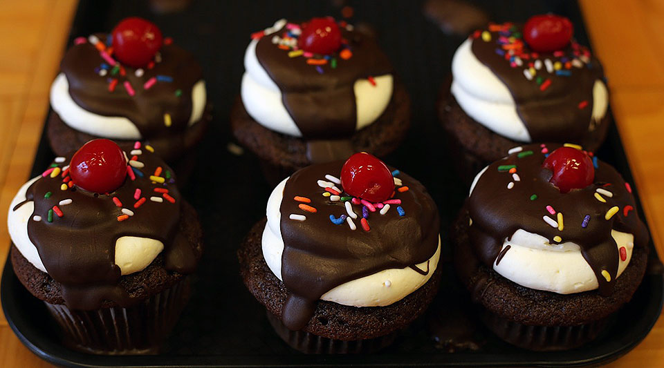 Chocolate Ice Cream Sundae Cupcakes